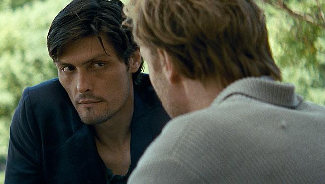 Ein dringendes Gespräch zwischen Oskar (Stipe Erceg) und Sebastian (Mark Waschke) in Schilf, courtesy X-Verleih