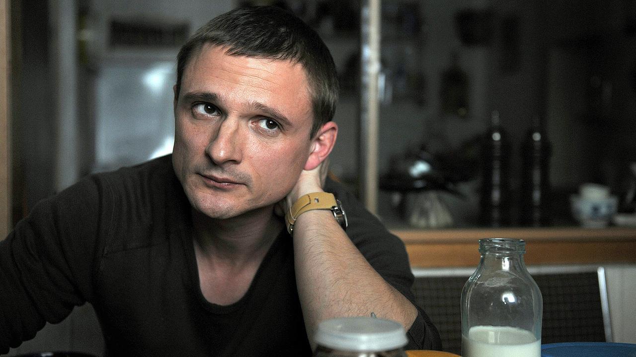 """Florian Lukas in WEISSENSEE Folge 7, """"Der verlorene Sohn"""", courtesy Das Erste/ARD"""